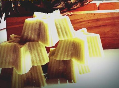 Burro per il corpo con olio essenziale di ananas, olio di semi di canapa, burro di karitè e cera di soya