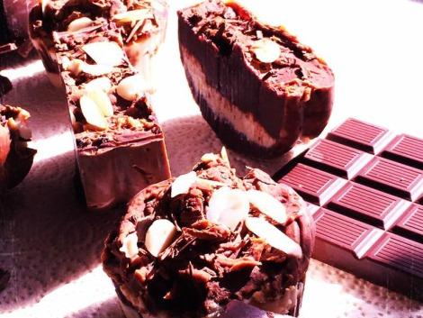 Sapone vaniglia e cioccolato con burro di cacao, burro di karitè, olio di cocco e mandorle tritate